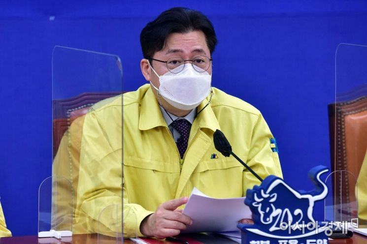 홍익표 더불어민주당 정책위의장이 9일 국회에서 열린 원내대책회의에 참석, 모두발언을 하고 있다./윤동주 기자 doso7