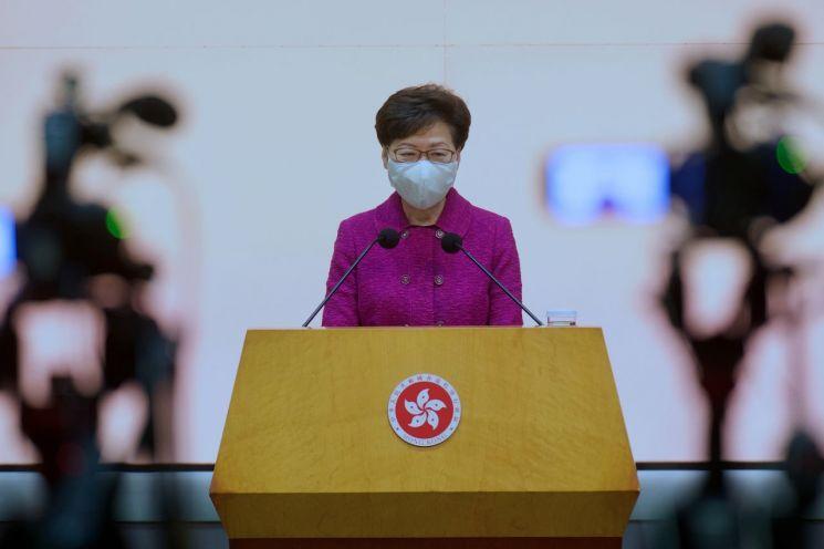 홍콩 선거제 개편 일정을 밝히는 캐리 람 홍콩 행정장관/사진=연합뉴스