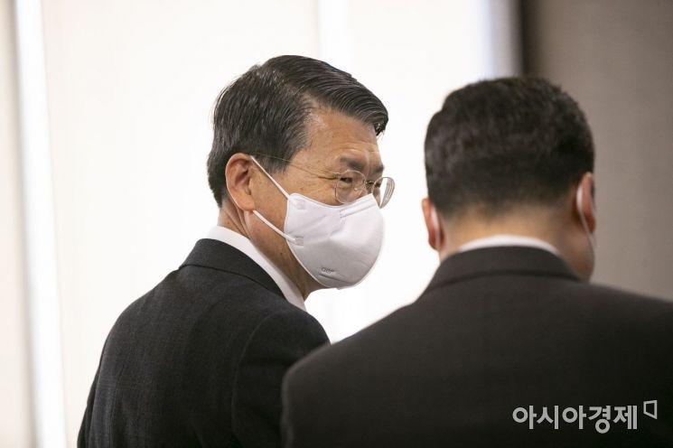 은성수 금융위원장이 1일 오전 서울 중구 명동 은행연합회관에서 열린 시중은행장CEO 간담회에 참석하고 있다.