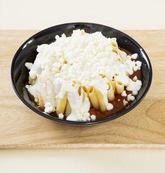 6. 모차렐라 치즈를 골고루 뿌리고 220℃로 예열한 오븐에 5~7분 정도 굽는다.