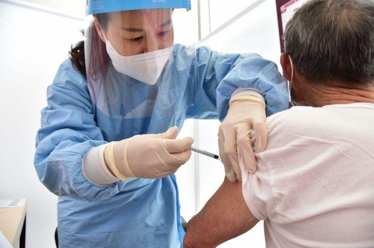 경남 어린이집 교사 등 15명 확진 … 백신 접종률 3%