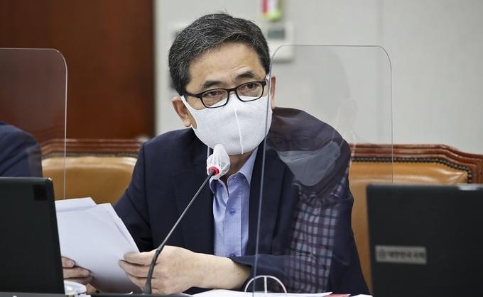 대구를 지역구로 둔 곽상도 국민의힘 의원이 4·7 서울시장 보궐선거 투표를 인증했다가 지역구로부터 비난을 받고 있다. [이미지출처=연합뉴스]