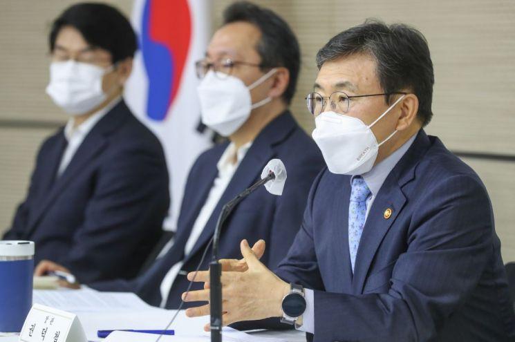 권덕철 보건복지부 장관이 8일 오전 세종정부청사에서 열린 기자간담회에서 발언하고 있다. (제공=보건복지부)