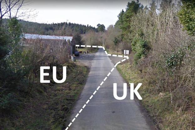 북아일랜드협정이 영국 영토인 북아일랜드에는 EU 규제를 적용한다는 사실을 비꼬아 북아일랜드 지역을 EU 영토로 표시해 인터넷에서 화제가 된 사진 [사진출처=트위터]