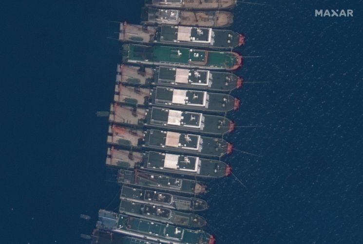 남중국해에 떼지어 정박 중인 중국 선박들 [이미지출처=연합뉴스]