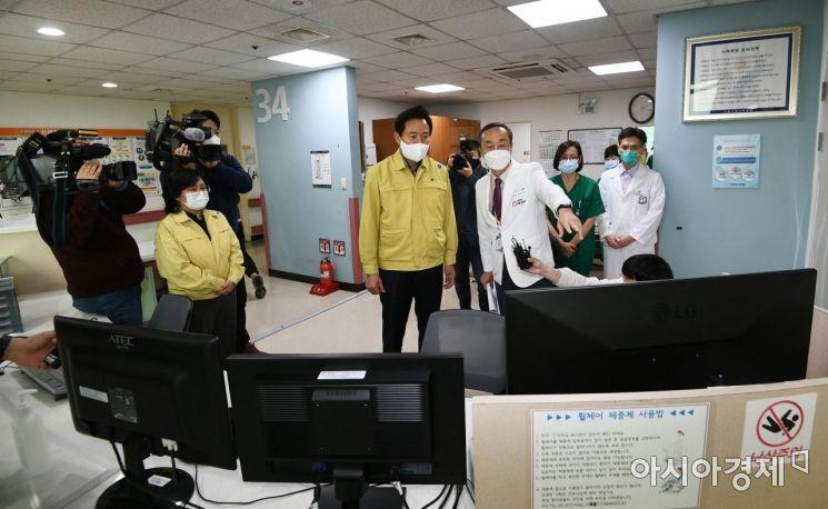 [포토] 서북병원 코로나19 대응 현황 살피는 오세훈
