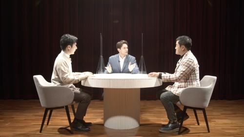 KOTRA가 12일부터 5일간 '2021 하노버 산업전 온라인 통합 한국관'을 운영한다. 전시회 한국관 홍보를 위해 방송인 다니엘 린데만(가운데)와 KOTRA 담당자(왼쪽), 최재붕 성균관대 교수가 토크쇼를 진행하고 있다./사진=KOTRA
