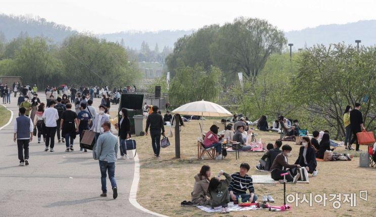 [포토]휴일 맞아 한강공원 찾은 시민들