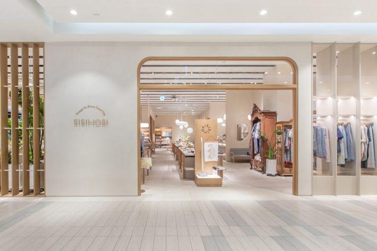 롯데백화점이 오는 15일부터 30일까지 라이프스타일 편집숍 시시호시 런칭 1주년을 맞아 다양한 프로모션을 진행한다.
