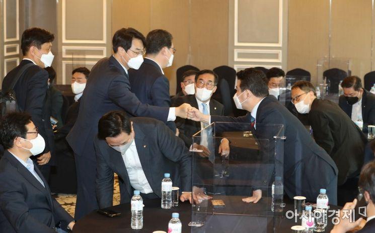 [포토] 민주당 재선 간담회 참석한 박용진 의원