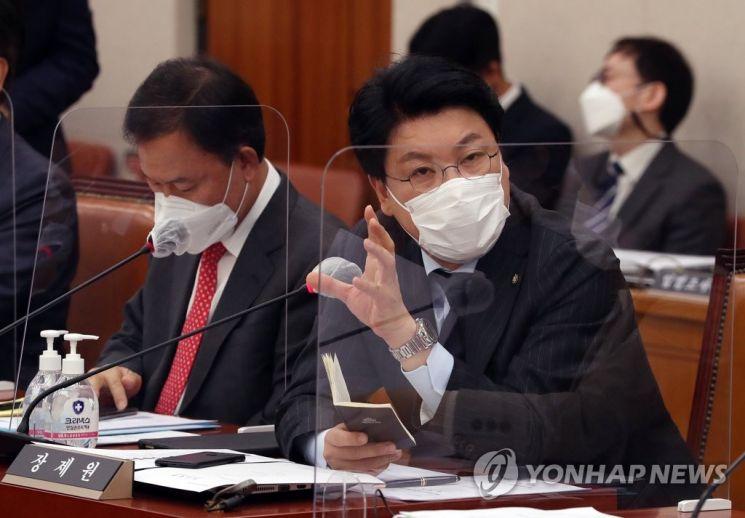 장제원 국민의힘 의원이 지난해 11월 국회 법제사법위원회 전체회의에서 질의하고 있다. [이미지출처=연합뉴스]