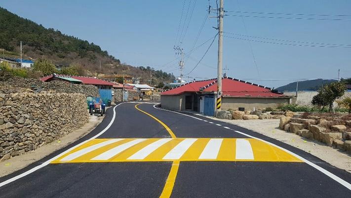 완도군이 도로 교통 서비스 향상 및 안전한 도로 환경조성을 위해 군도·농어촌도로 정비 사업을 추진한다. (사진=완도군 제공)