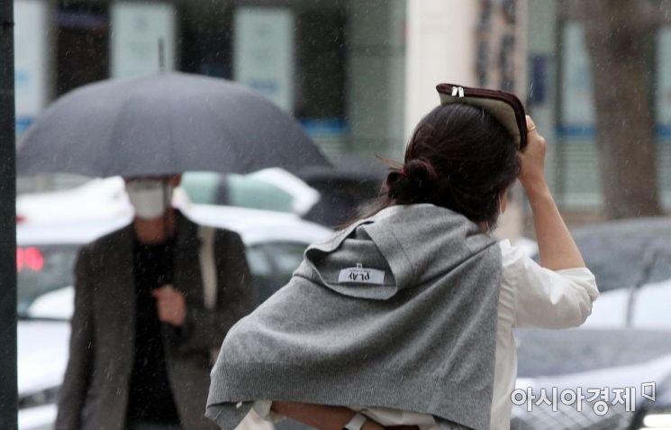 [포토] '우산 꼭 챙기세요'