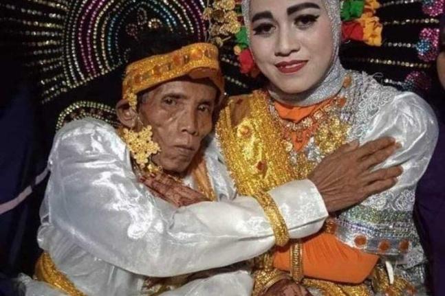 지난7일 결혼식을 올린 신랑 보라(58)와 신부 아이라(19). 사진=SabahPost 텔레그램 캡처.