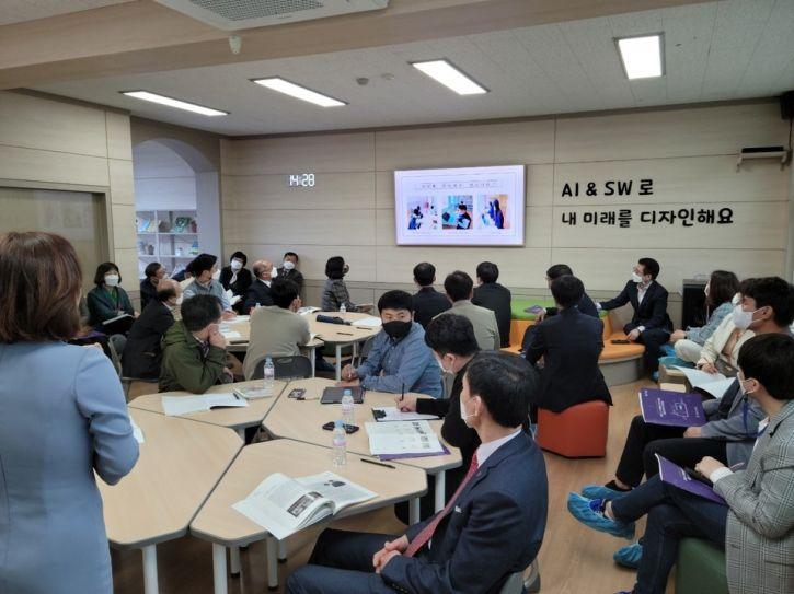 전남도교육청은  창의적인 협력학습이 가능한 미래형 SW교실을 40교에 추가 구축키로 했다. 사진=전남도교육청 제공