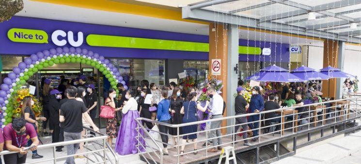 이달 1일 말레이시아 쿠알라룸푸르에 오픈한 CU센터포인트점에 열흘간 1만1000여 명이 넘는 현지 고객이 다녀갔다.