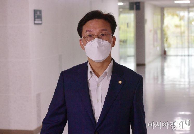 [포토] 3선 의원 모임에 참석하는 김민석 의원