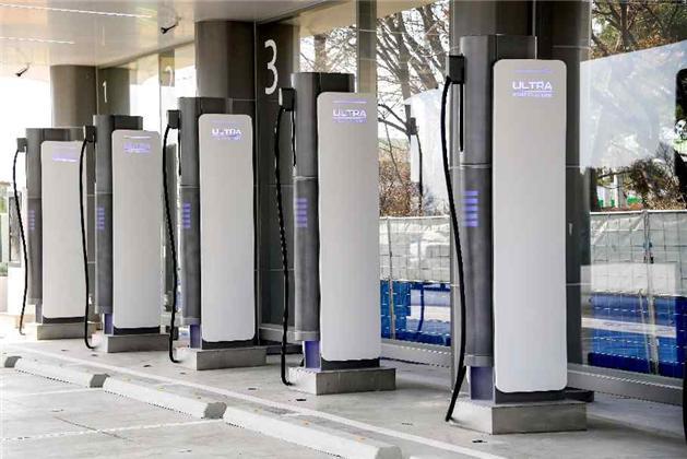음성휴게소(통영방향)에 설치된 전기차 초급속 충전기 (사진=국토교통부)
