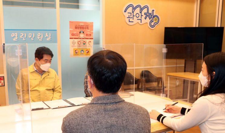 [포토] 박준희 관악구청장  '관악청(聽)' 재개 주민과 소통