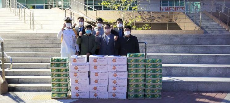 목포해양대 총동창회, 신입생들에 간식 전달