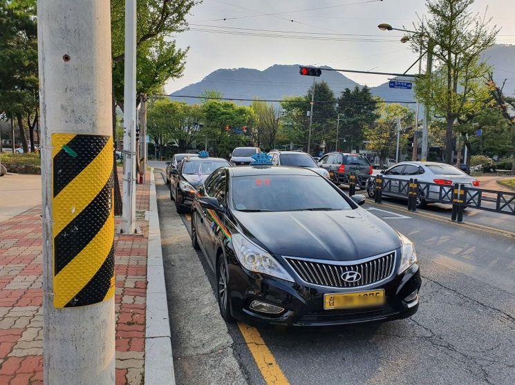 안전속도 5030 시행을 앞두고 시범 운전 한 택시차량.