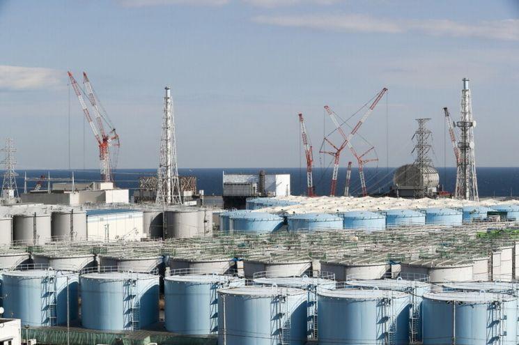 일본 후쿠시마 제1원자력발전소 부지 탱크에 보관 중인 방사성물질 오염수. / 사진=연합뉴스