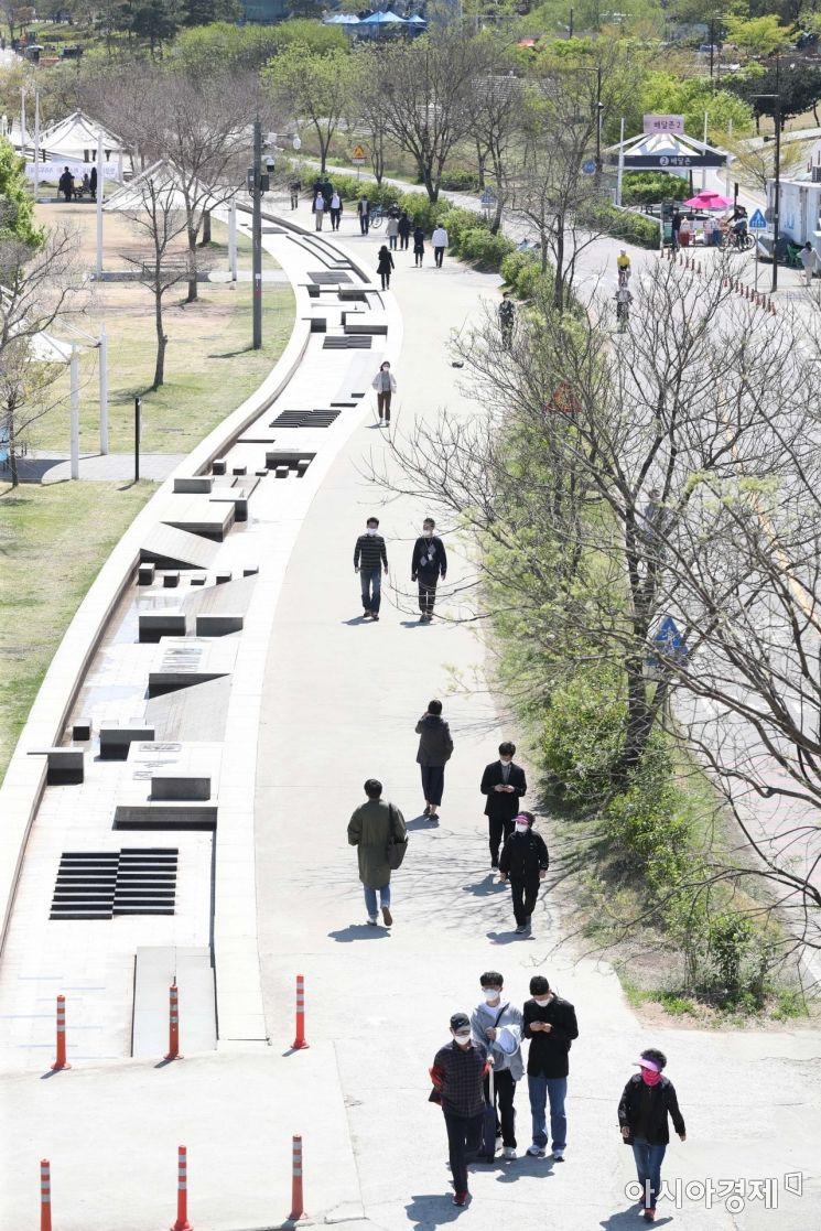 [포토]맑은 날 산책하는 시민들