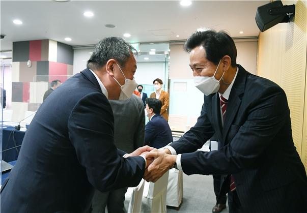 """김인호 서울시의회 의장 """"10년 전 시의회와 갈등으로 사퇴, 이번에는 소통 자세 기대"""""""