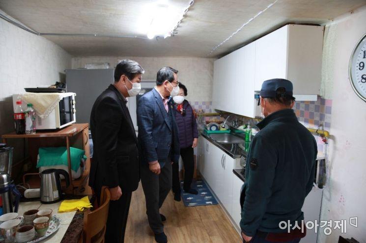 울진군, 저소득층에 '맞춤형 싱크대' 지원 … 올해 25가구 선정