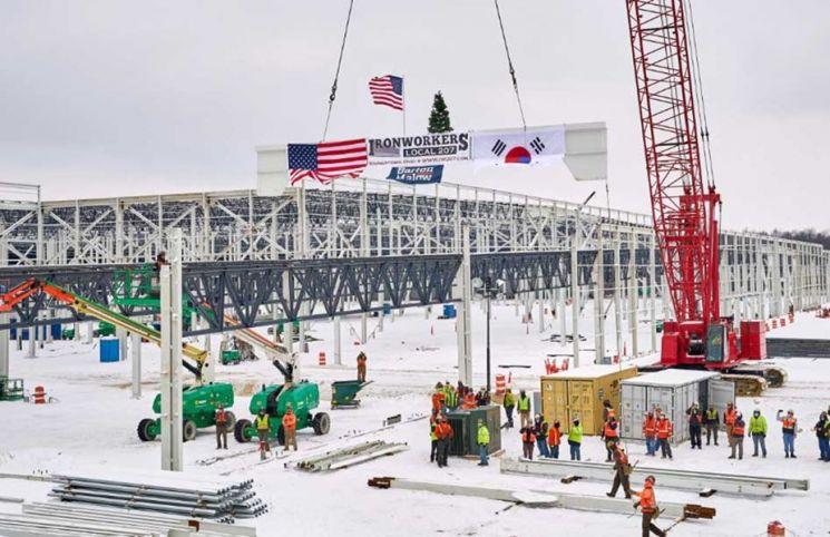 LG에너지솔루션과 GM의 합작법인 얼티움셀즈가 미국 오하이오주에 짓고 있는 배터리공장 전경<사진제공:LG에너지솔루션>