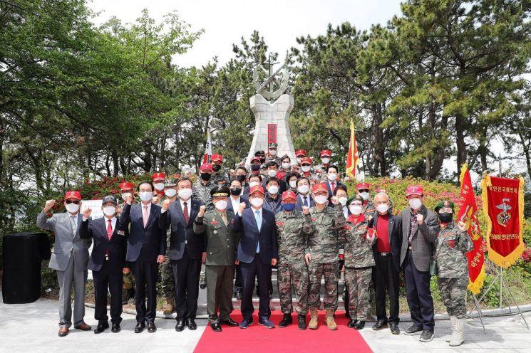 창원시는 15일 오전 11시 진해구 해병대 발상탑에서 해병대 창설 72주년 기념 행사를 개최했다.