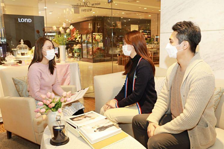 롯데백화점이 다음달 2일까지 웨딩멤버스 고객들을 대상으로 백화점 전점에서 웨딩 프로모션을 진행한다.