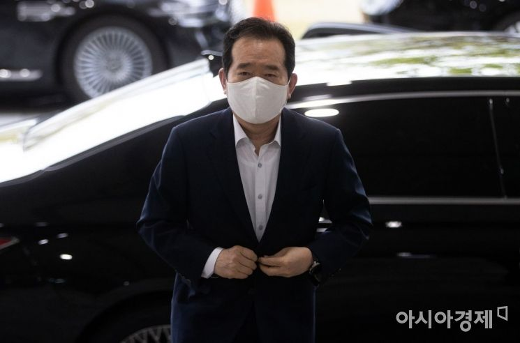 [포토] 정부청사로 출근하는 정세균 총리