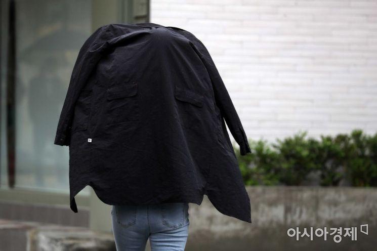 [포토]'우산이 없어요'
