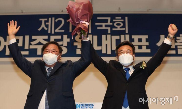 [포토] 민주당 신임 원내대표로 선출된 윤호중