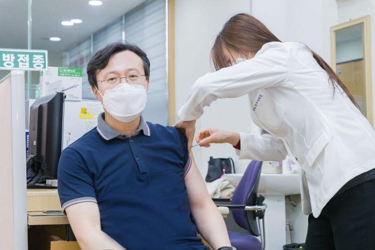 [포토]채현일 영등포구청장 아스트라제네카(AZ) 백신 접종