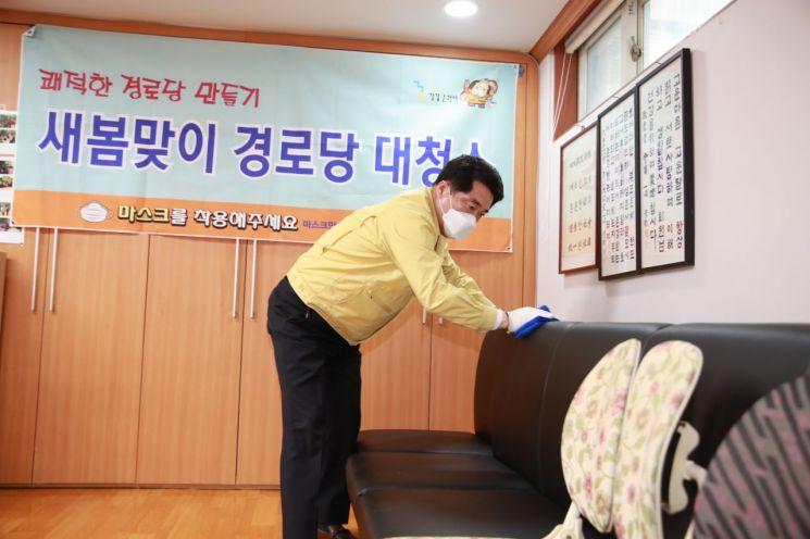 박준희 관악구청장, 경로당 환경 정비 위해 직접 두 팔 걷은 까닭?