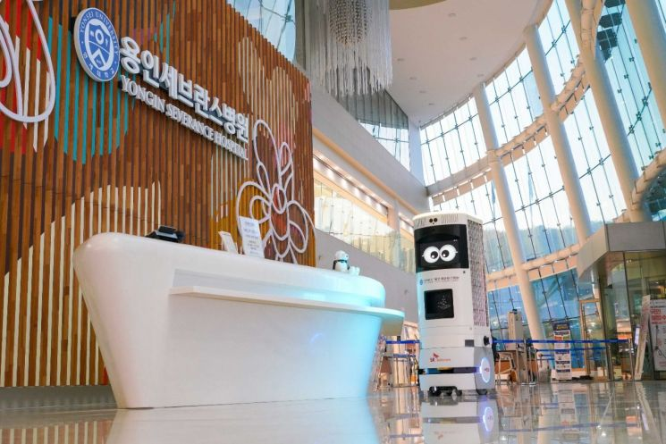 SKT, 용인세브란스병원과 '5G 복합방역로봇' 최초 상용화