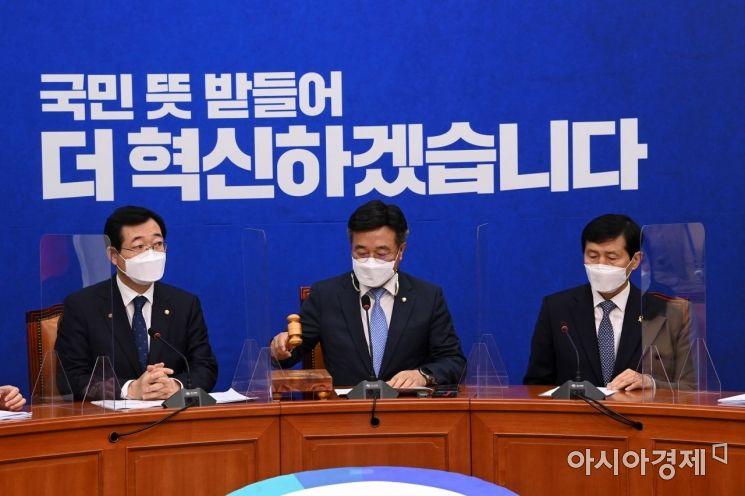 [포토] 회의 주재하는 윤호중 비대위원장