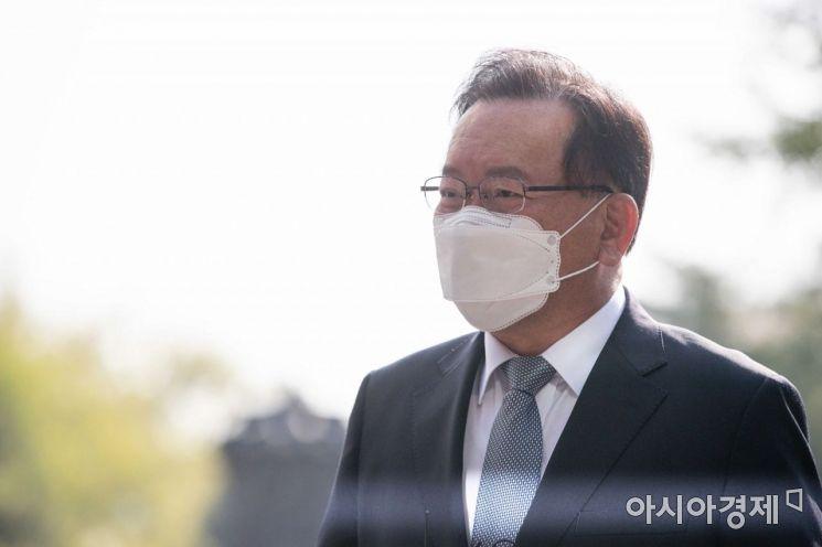 [포토]인사청문준비 사무실 첫 출근하는 김부겸 국무총리 후보자