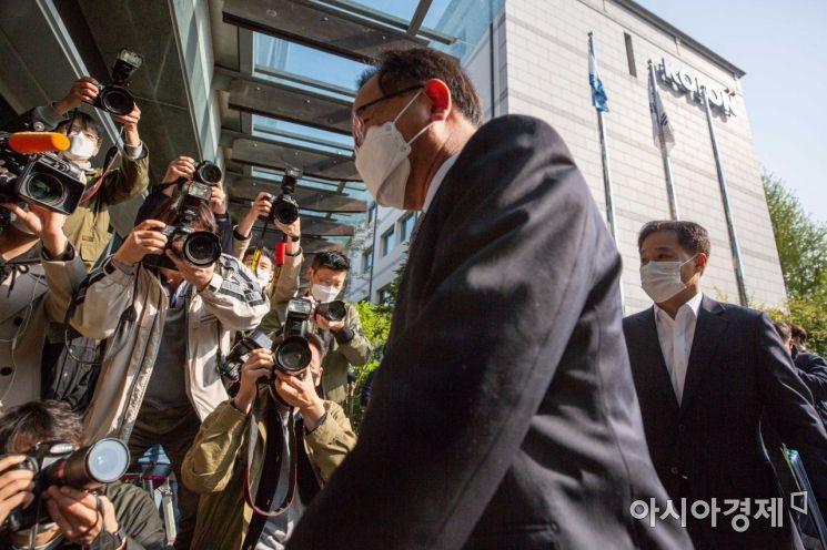 [포토]인사청문준비 사무실 들어서는 김부겸 국무총리 후보자