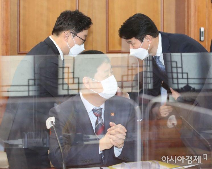 [포토] 부동산 투기의혹 수사회의, 인사 나누는 박범계-최창원