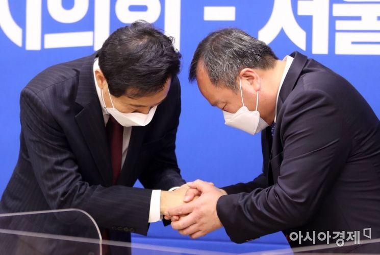[포토]손 꼭 잡은 오세훈 시장과 김인호 의장