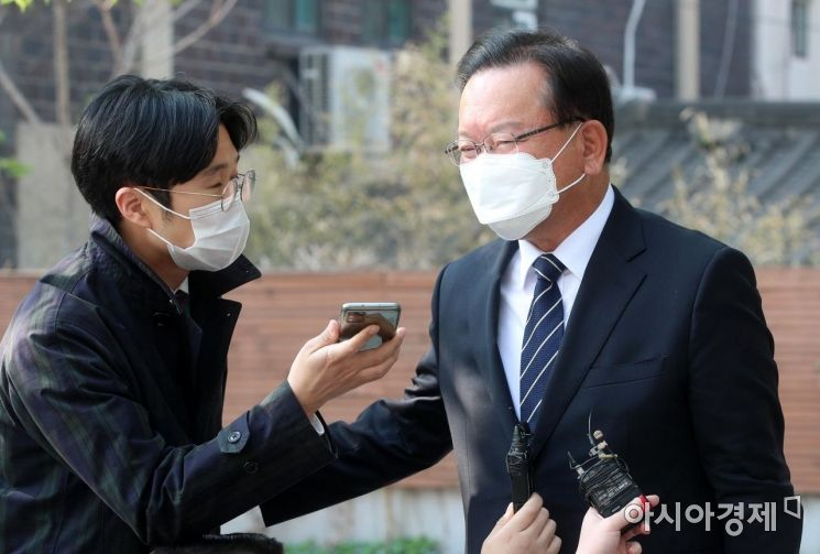 [포토] 취재진 질문 받는 김부겸 총리 후보자
