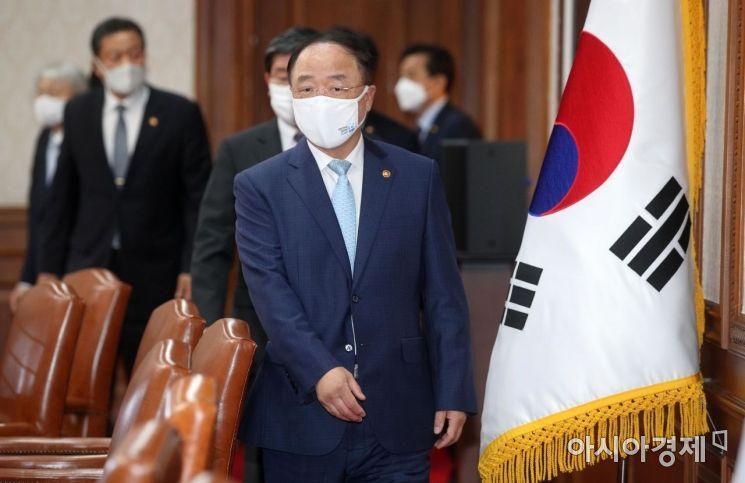 [포토] 국무회의 참석하는 홍남기