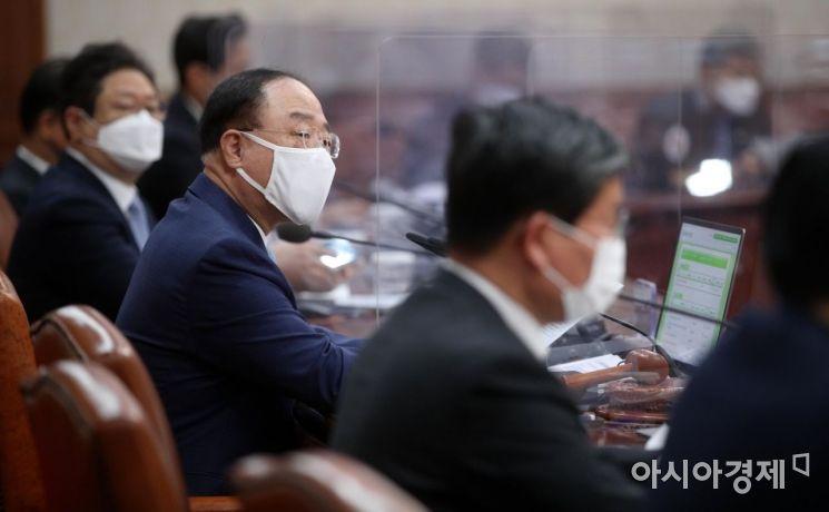 [포토] 국무회의 주재하는 홍남기 총리 대행