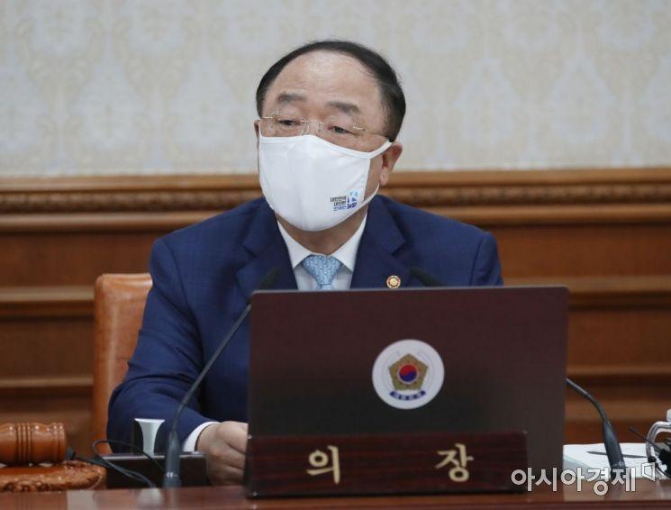 [포토] 국무회의 모두 발언하는 홍남기 총리 직무대행