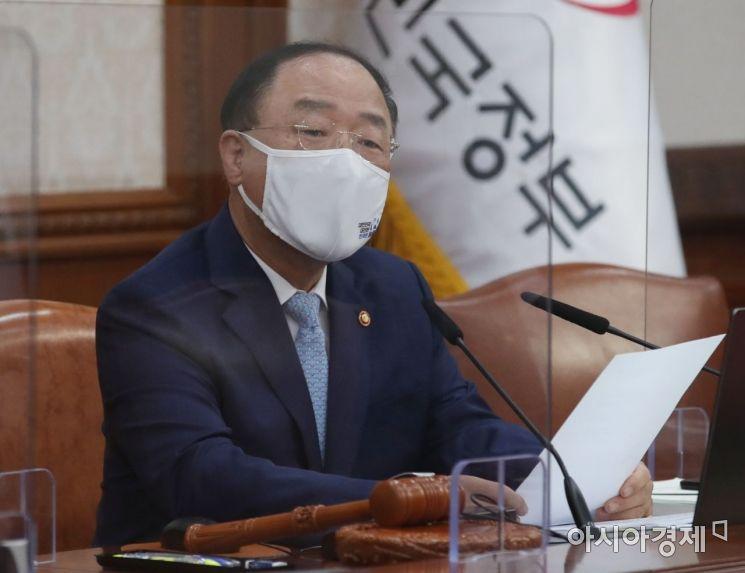 [포토] 홍남기 총리 직무대행, 첫 국무회의 주재