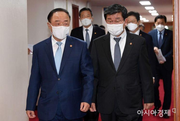 [포토] 국무회의 첫 주재하는 홍남기 총리 직무대행