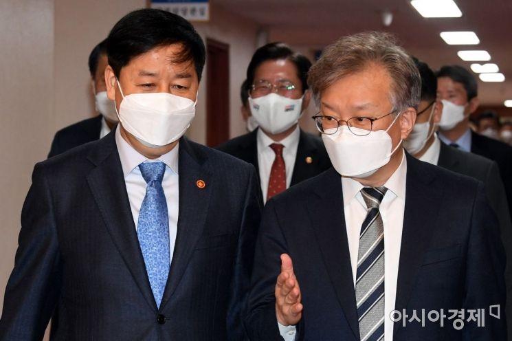 [포토] 국무회의 참석하는 권칠승-구윤철